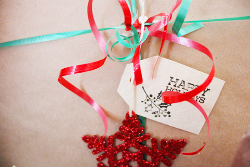 How to Wrap Gifts Without Buying Wrapping Paper | redleafstyle.com