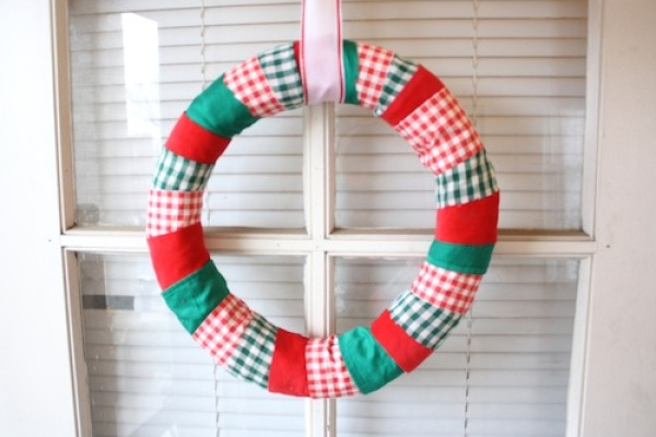 Do-It-Yourself Fabric Wreath | redleafstyle.com