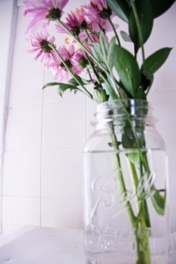 Mason Jar Flowers | redleafstyle.com