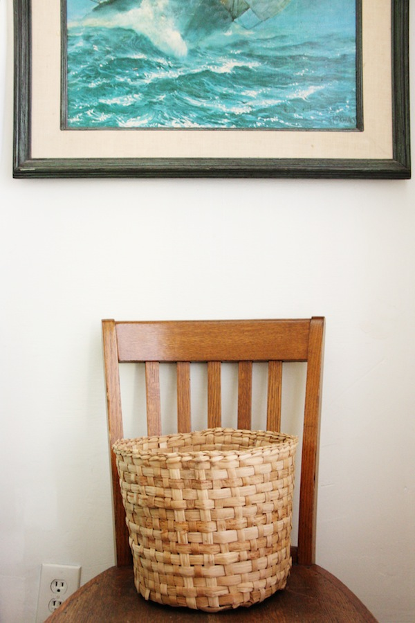 Decorate with woven baskets for spring. | redleafstyle.com