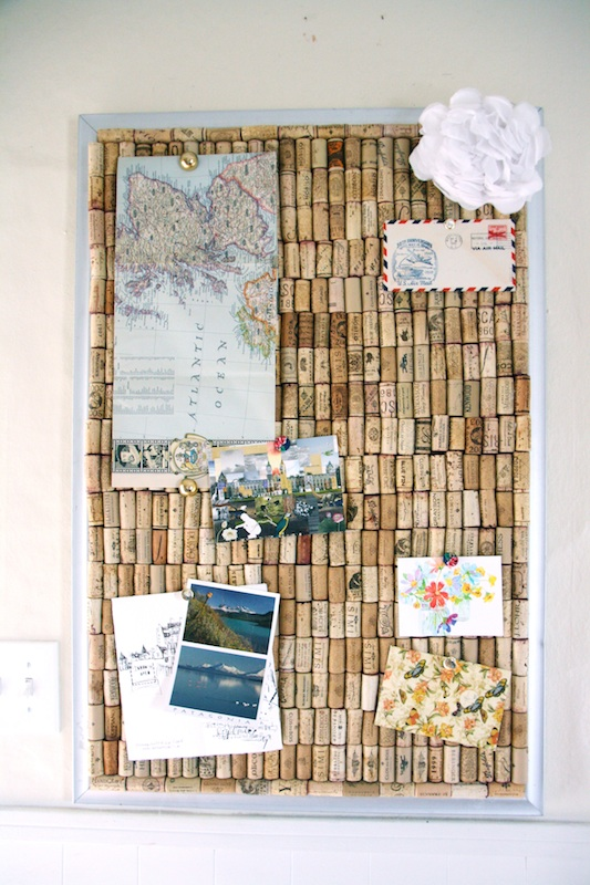DIY Wine Cork Bulletin Board | redleafstyle.com