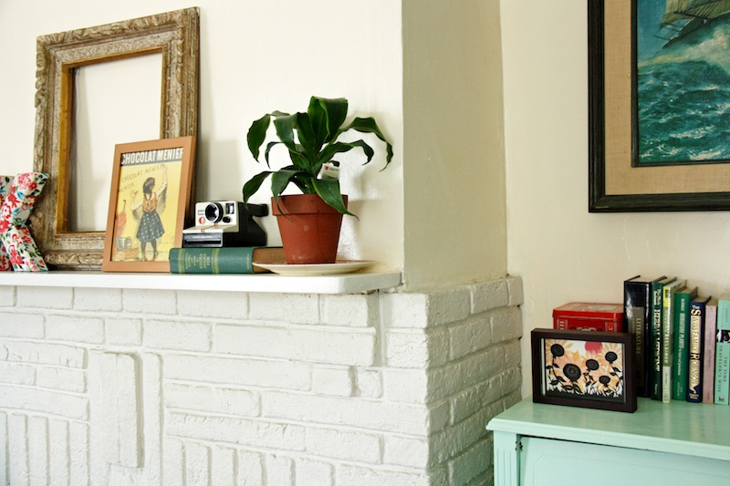 Decorating a Mantle | redleafstyle.com