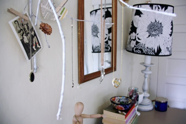 Vintage Dresser Display | redleafstyle.com