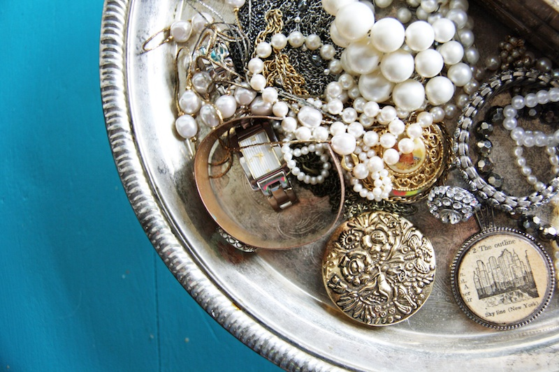 Cake Stand Jewelry Holder | redleafstyle.com