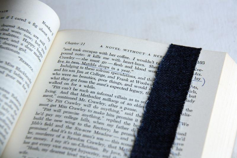 Easy DIY Denim Book Straps   redleafstyle.com