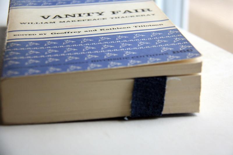 Easy DIY Denim Book Straps | redleafstyle.com