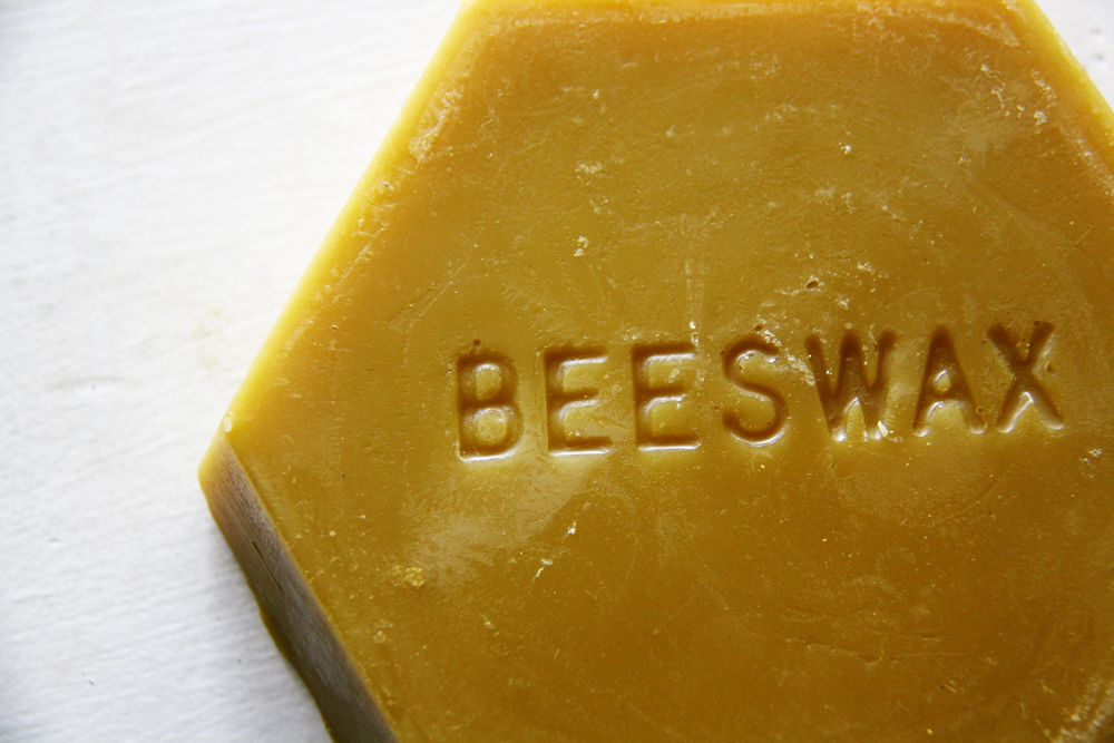 How to Make Beeswax Candles | redleafstyle.com
