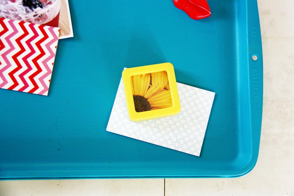 DIY Baking Sheet Magnet Board | redleafstyle.com