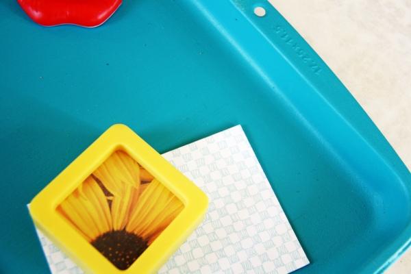 DIY Baking Sheet Magnet Board   redleafstyle.com
